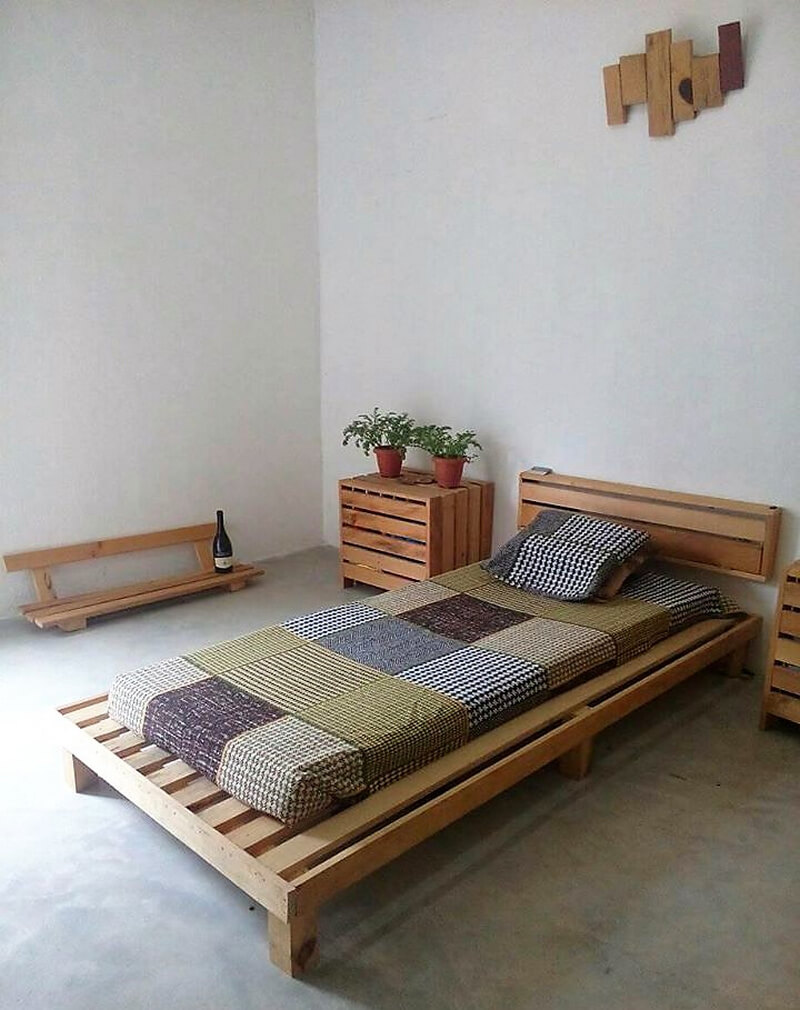 pallets powered room idea