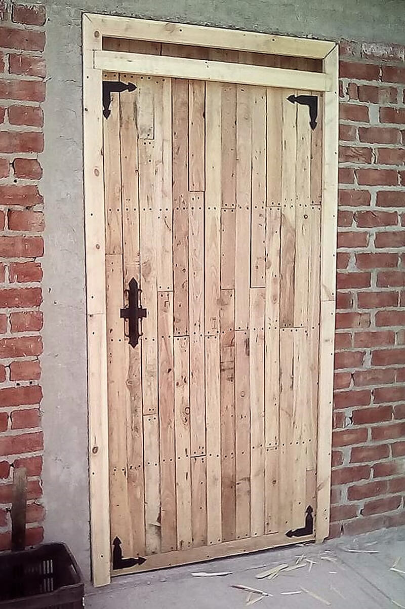 repurposed pallets wooden door