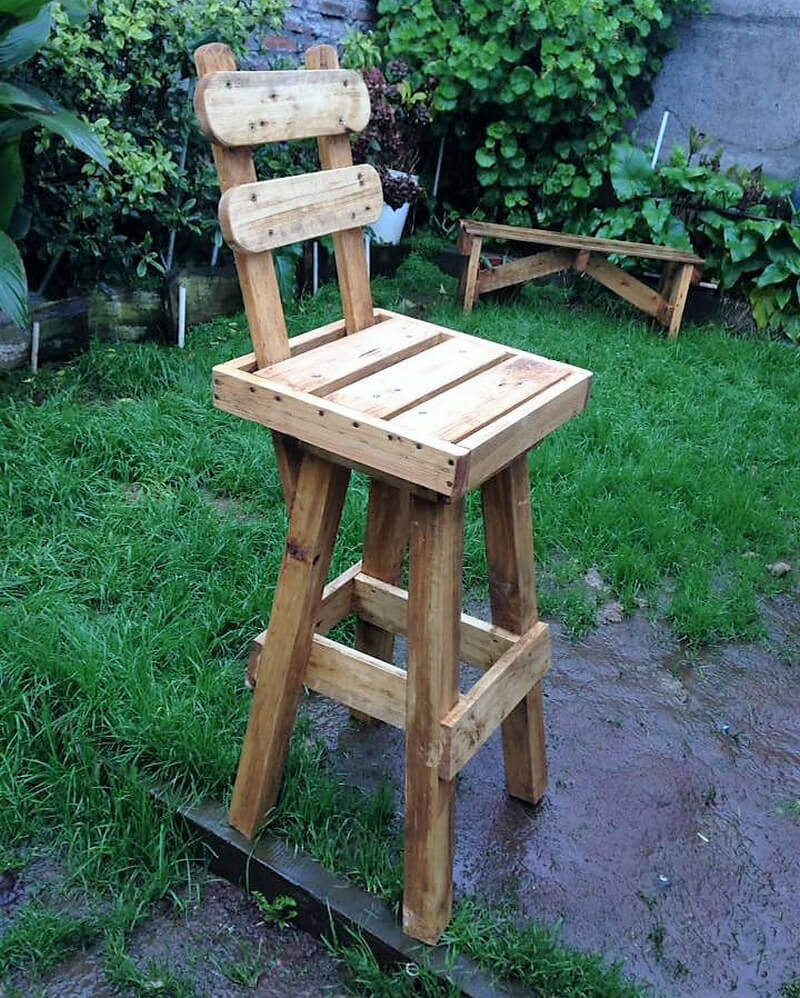 repurposed wooden pallet bar chair plan