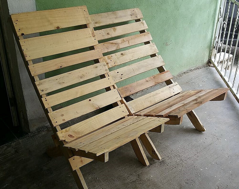 reused wood pallet chairs