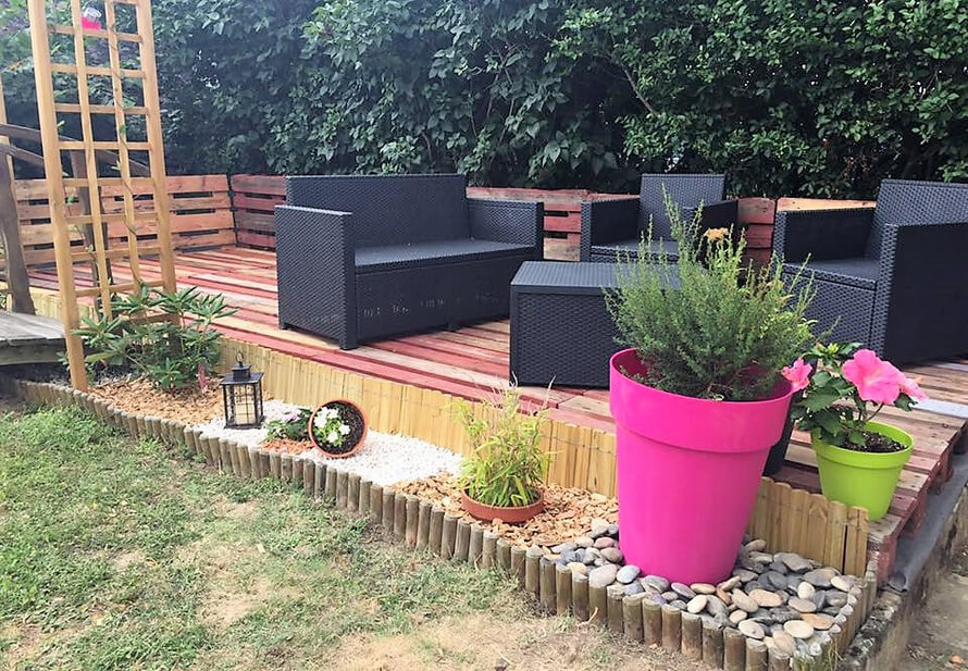 garden terrace made with pallets