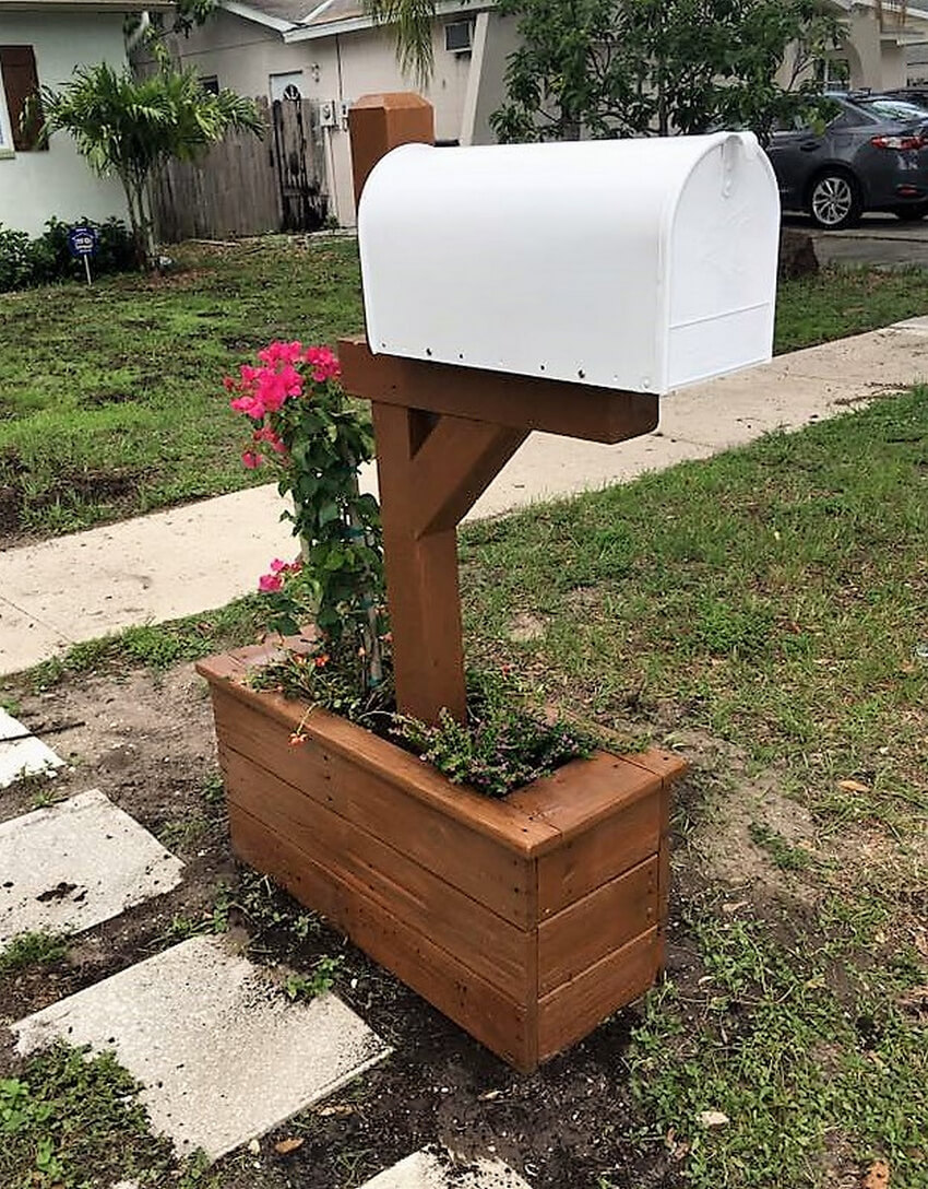 pallet planter around the mailbox