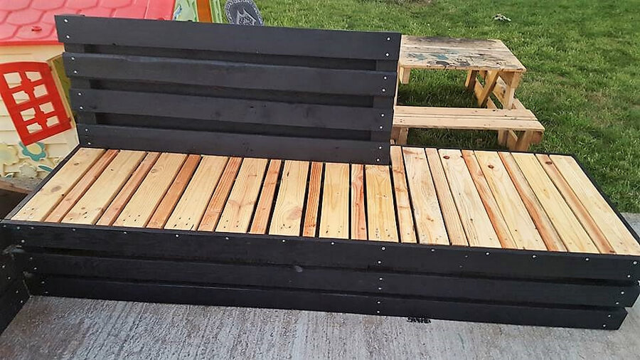 recycled pallet patio couch 4