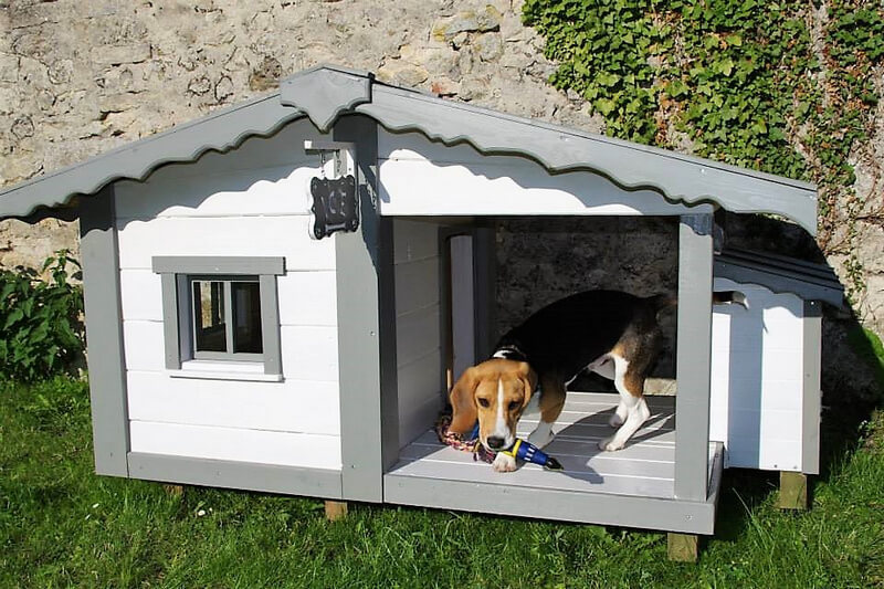 Cute dog house made with wood pallets pallet ideas - Niche pour chien fabrication maison ...