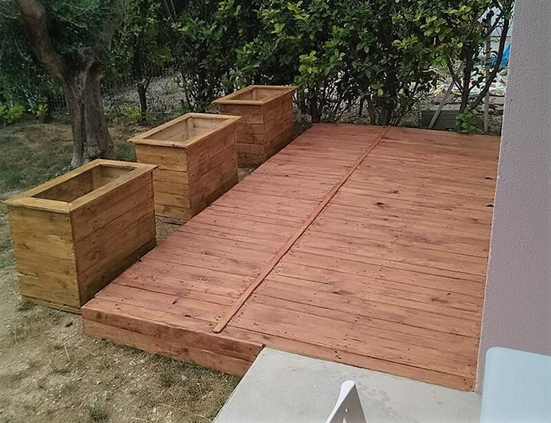 recycled pallets garden terrace with planters