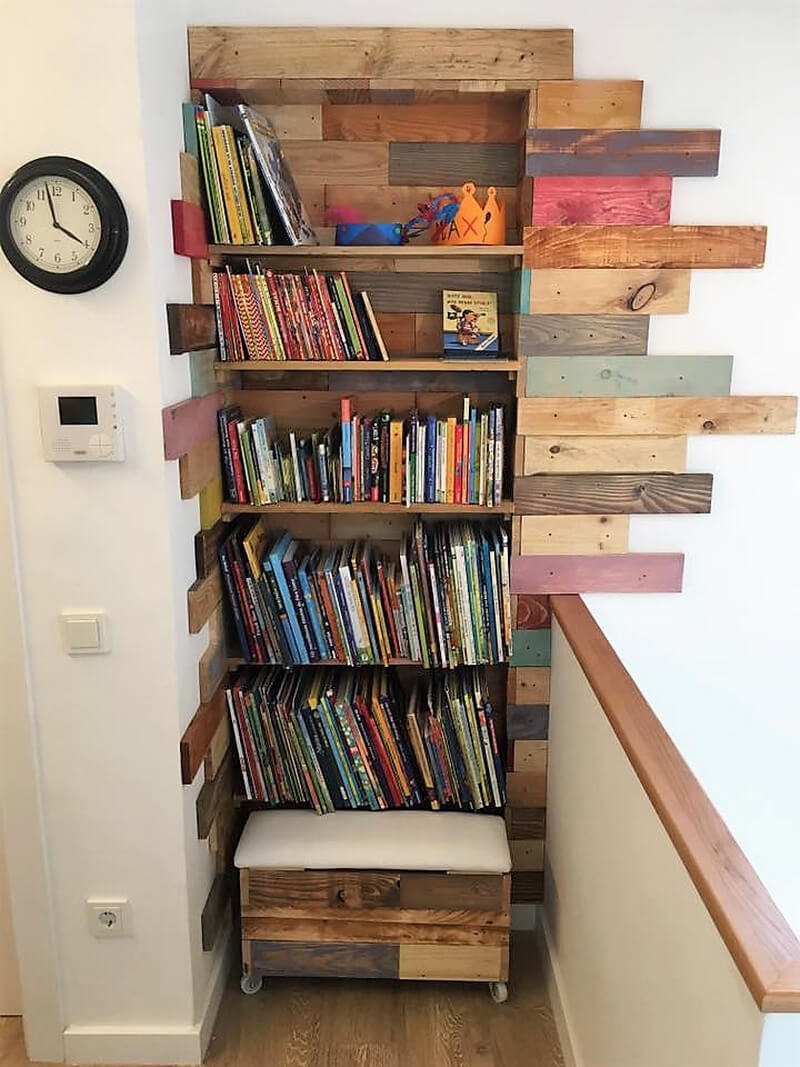 wooden pallet wall bookshelf idea