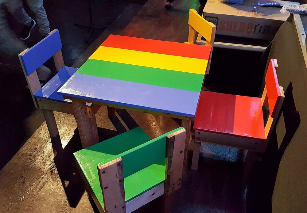 kids furniture made with pallets