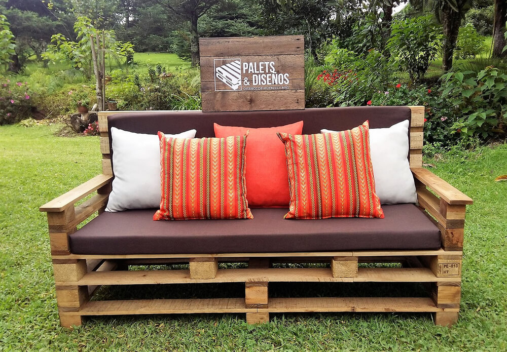 pallets made garden sofa