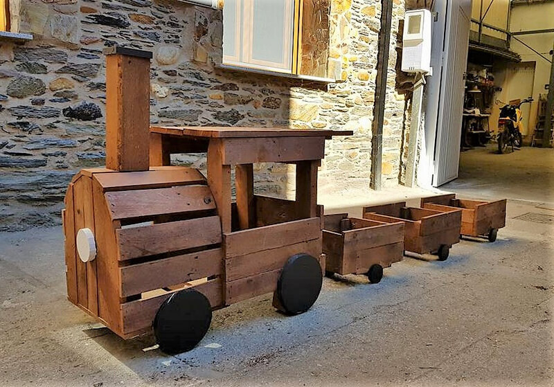 pallets planter train