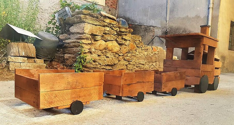 pallets wooden train for garden idea