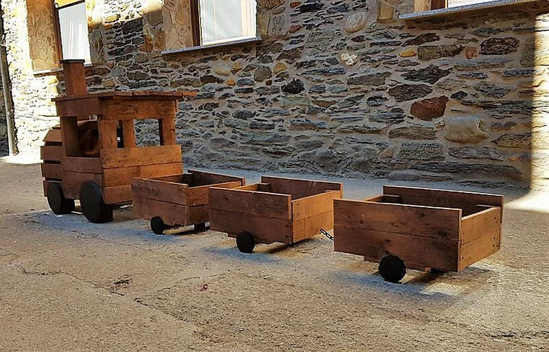 pallets wooden train for garden