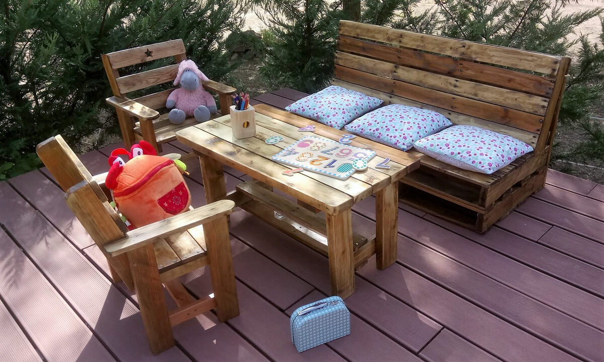 Outdoor furniture made from pallets Wooden childrens furniture