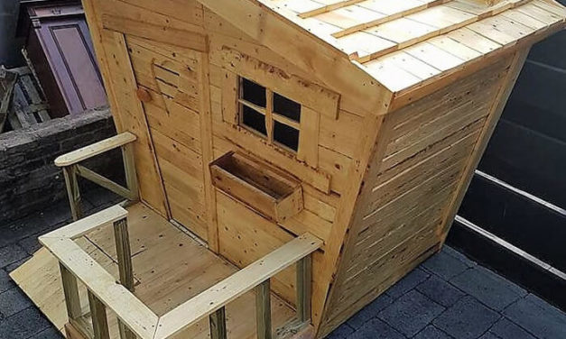 Reused Wooden Pallets Made Kids Playhouse