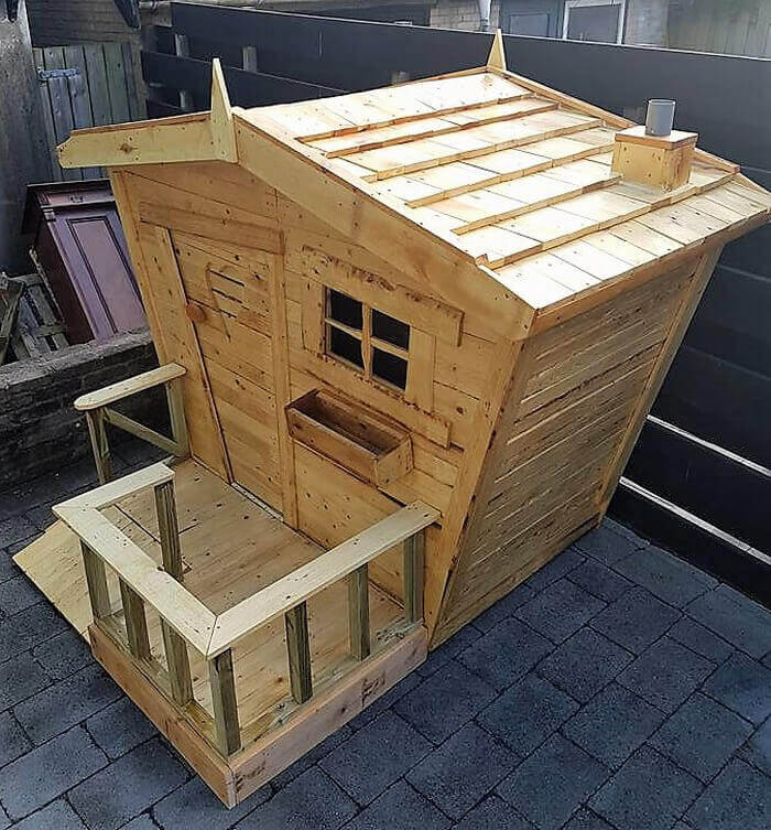 recycled pallets kids playhouse