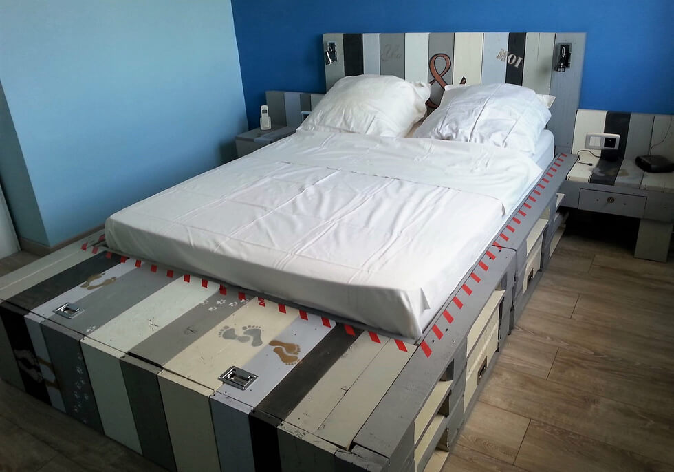recycled pallets made bed