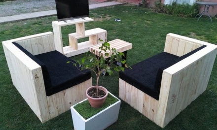 Awesome Idea for Pallets Made Living Room Furniture