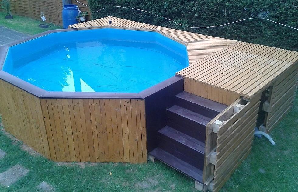 Diy reclaimed wood pallets garden pool plan pallet ideas for Repurposed swimming pool