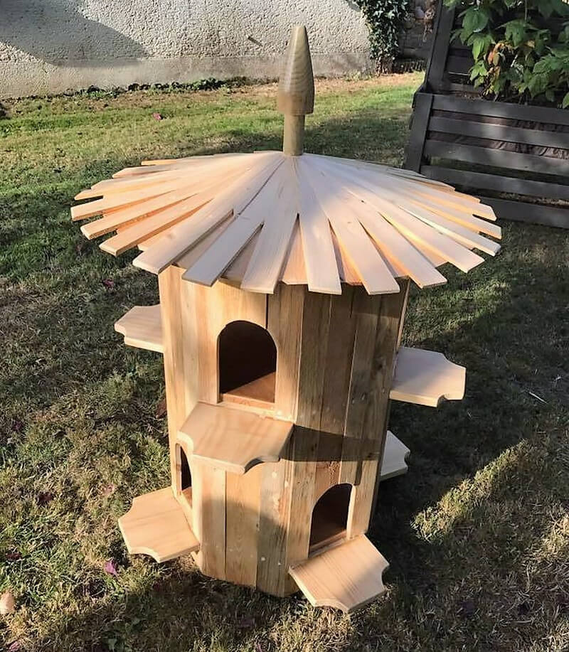 wood pallet birdshouse for garden