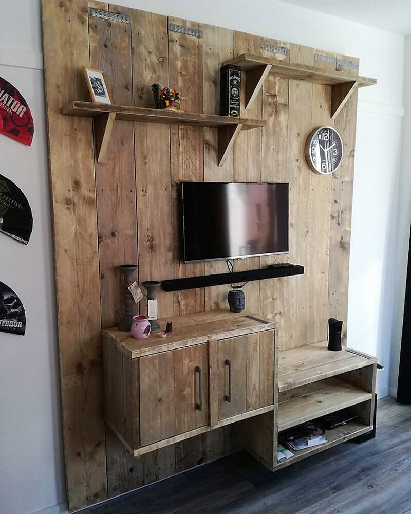 wood pallet tv stand art