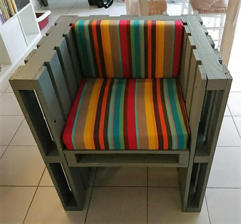 pallets made lounge chair