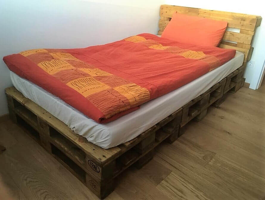Most quick and simple wood pallet bed idea pallet ideas for Recycled wood bed