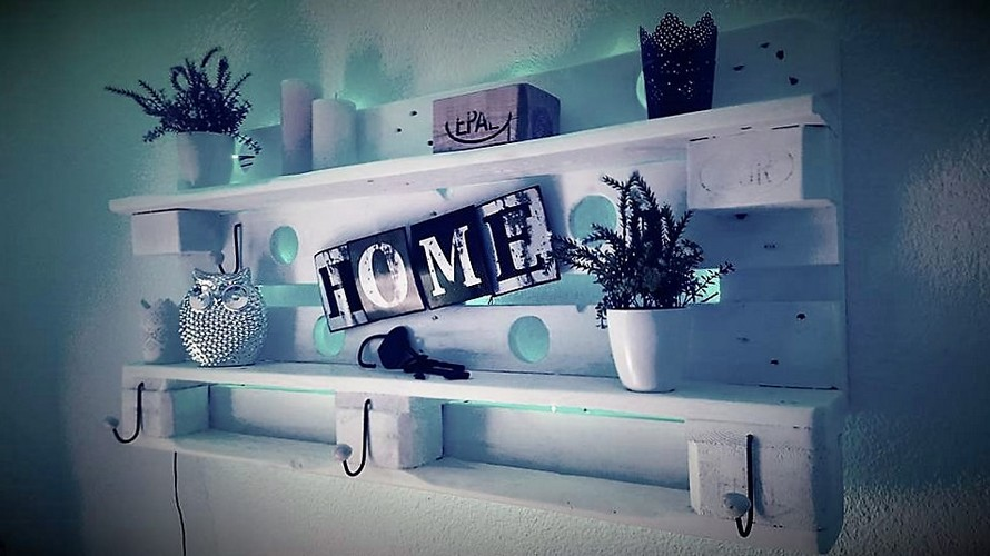 Wood Pallet Decorated Wall Shelf