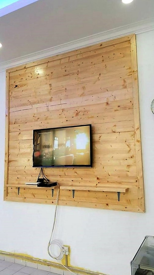 DIY Pallet Wall Paneling for LCD