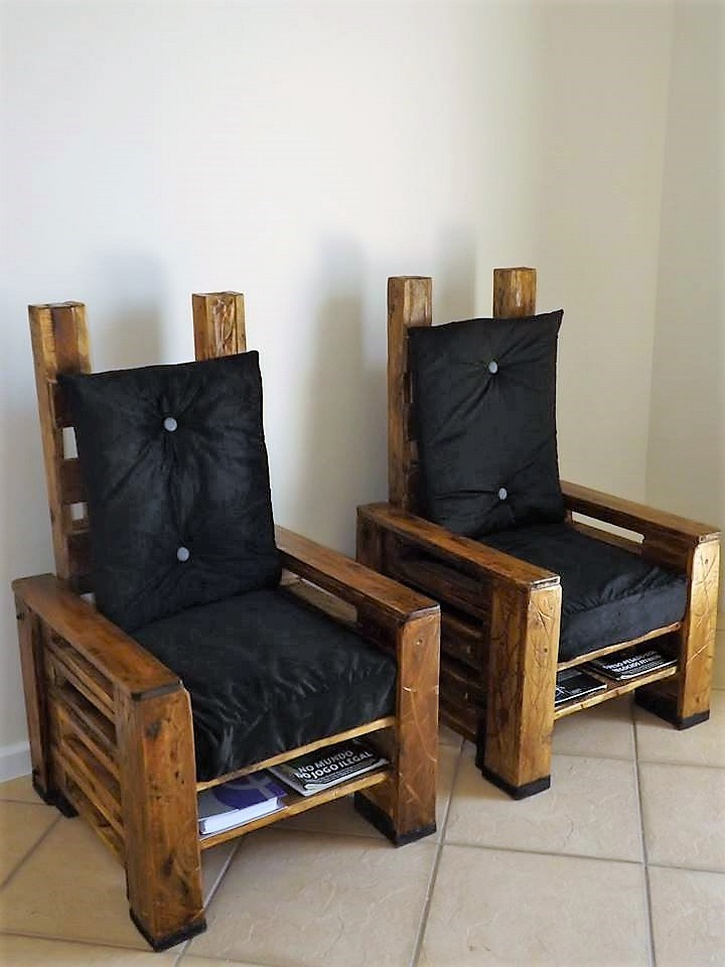 Recycled Pallet Chairs with Books Storage
