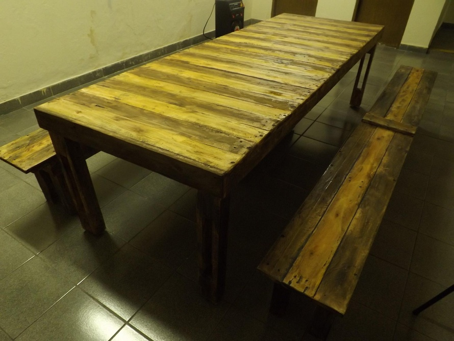 Repurposed Pallet Wooden Dinning Set