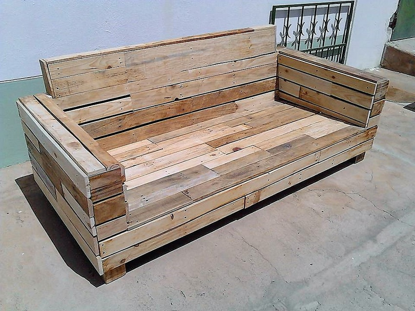 Repurposed Pallet Wood Couch