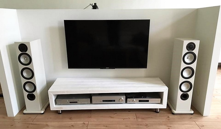 Different Ideas for Wooden Pallet TV Stands