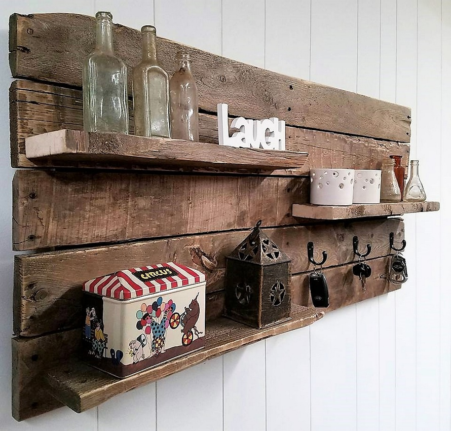 Beautiful rustic pallet shelf key rack combo pallet ideas for Pallet ideas