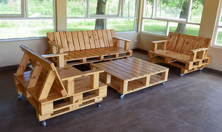 Recycling ideas for wooden shipping pallets pallet ideas for Recycling furniture decorating ideas
