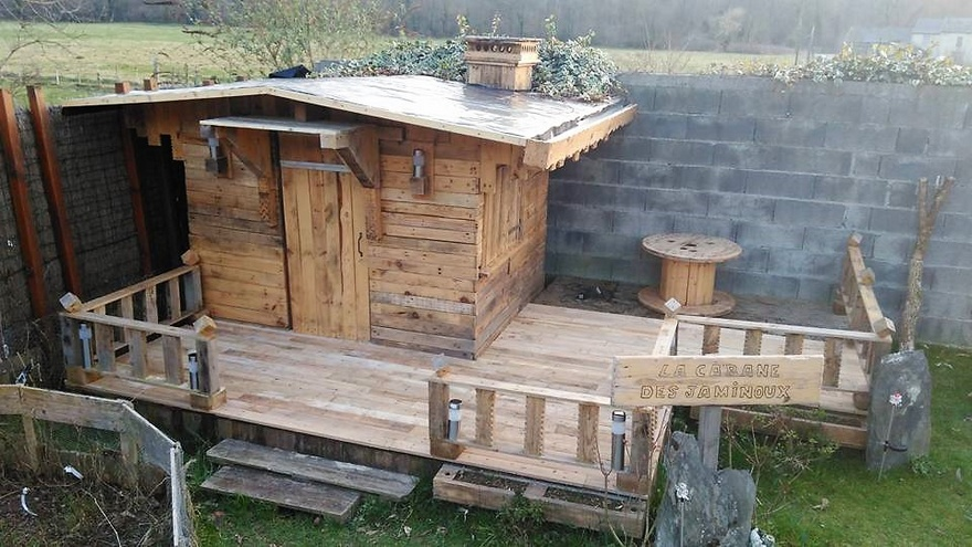 Recycled Pallets Garden Cabin Terrace