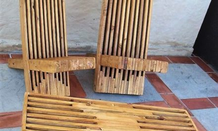 Artistic Wood Pallets Chairs and Table