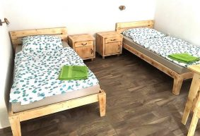 pallets made bed with side tables
