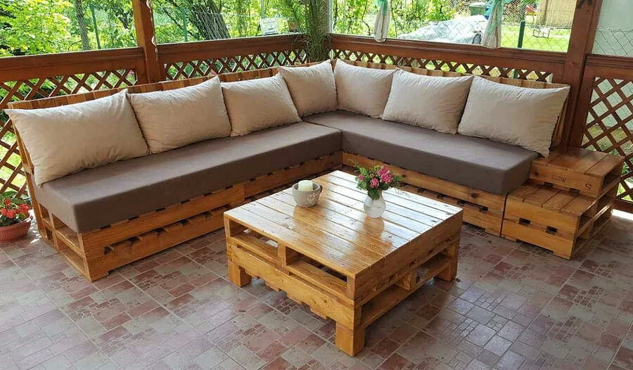Repurposed pallets made patio corner couch pallet ideas for Pallet patio couch