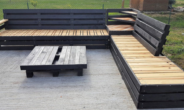 Wood Pallet Patio Lounge Corner Couch