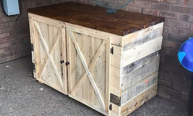 Wooden Pallets Made Rustic Entertainment Unit