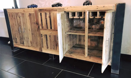 Wooden Pallets Made Entryway Table Idea