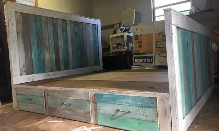 Reclaimed Wood Pallets King Bed with Headboard And Nightstands