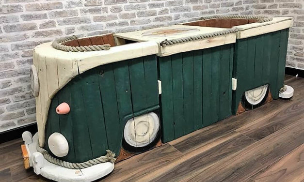 VW Campervan Pallet Wood Garden Set