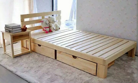 Repurposed Wooden Pallets Bed with Side Table