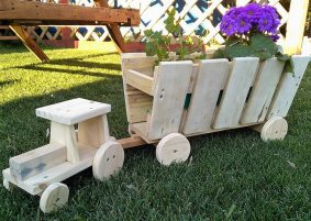 wooden pallets tractors art