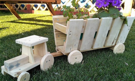 Reused Pallets Wooden Garden Decor Tractor Planters