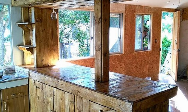 Repurposed Wooden Pallet Bar Plan