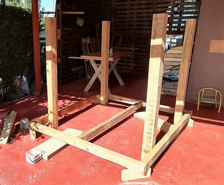 diy used pallets playhouse