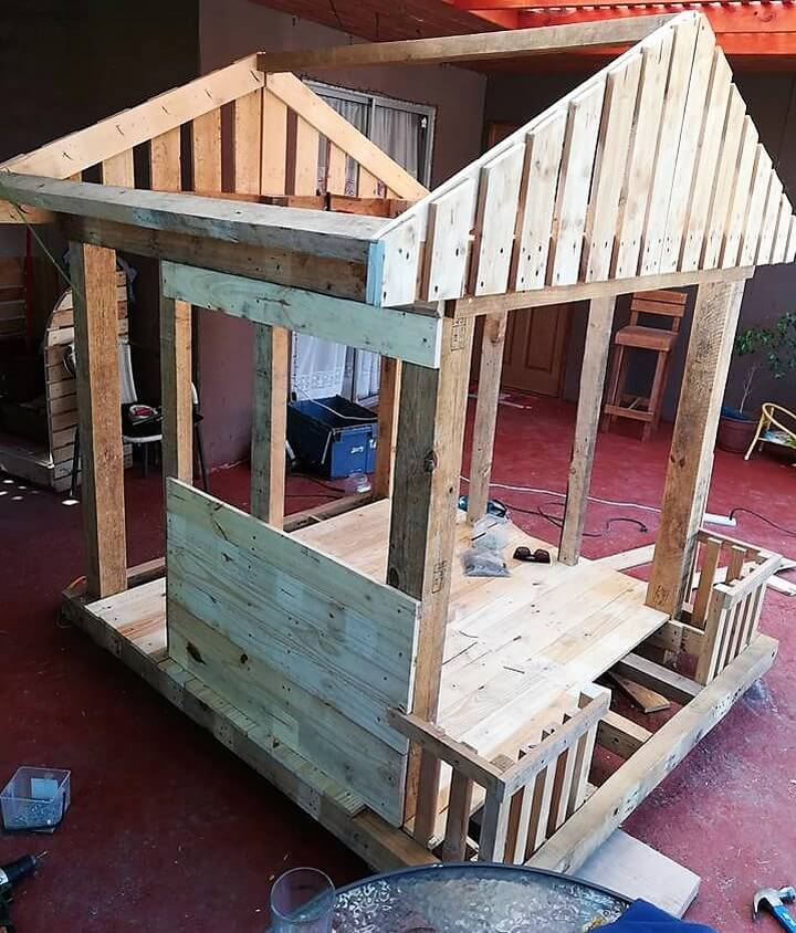 playhouse for kids out of pallets