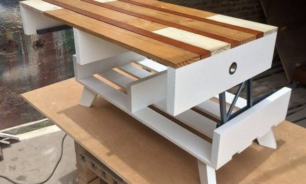 Repurposed Shipping Pallets Top Up Table