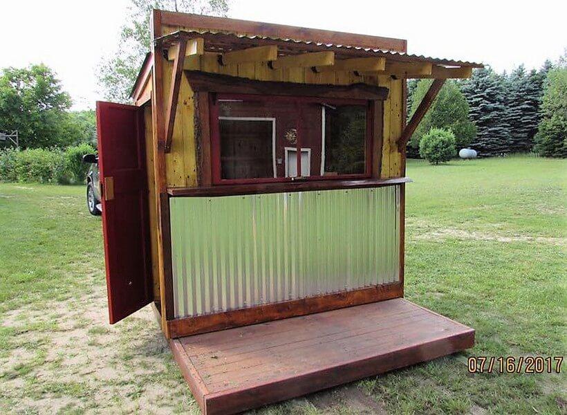 Wooden Pallets Tiki Bar